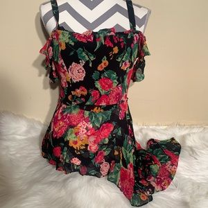 BcbgMaxAzria Size M Floral Cut Out Sleeves